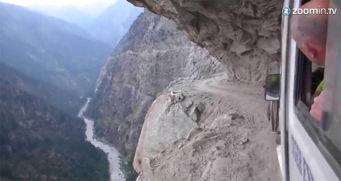 Ein Video über eine Busfahrt über den Himalaya - Nervenkitzel ist hier auf jedenfall geboten - Bildquelle: Video Zoomin