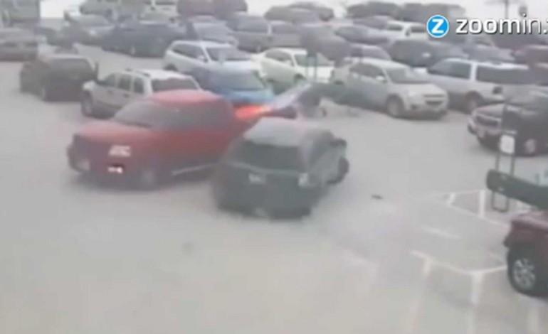 Video: 92-jährige verursacht Schaden bei 10 Autos beim Einparken
